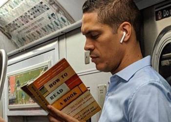 Як правильно читати у транспорті? 5 корисних порад.
